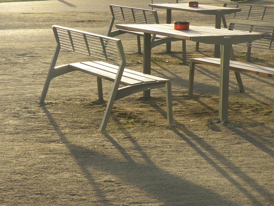 Tisch im Freien: Holen Sie sich etwas Funktionales